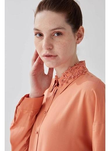 Vivencia Salaş Arkası Pileli Kadın Gömlek Zümrüt Mercan